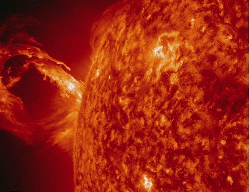 اضغط على الصورة لعرض أكبر  الاســـم:sun-cme.jpg المشاهدات:7213 الحجـــم:79.8 كيلوبايت الرقم:369