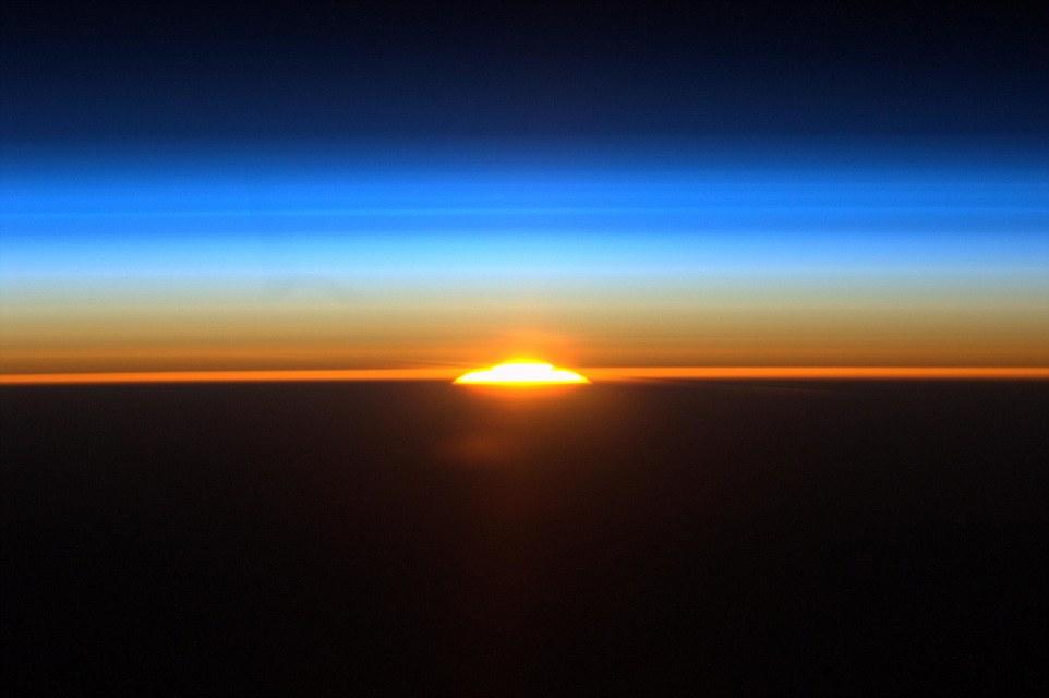 الاســـم:1409946998707_wps_7_582752main_sunrise_from_i.jpg المشاهدات: 343 الحجـــم:56.8 كيلوبايت