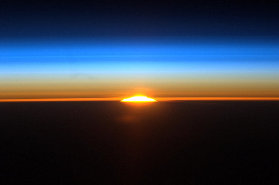 الاســـم:1409946998707_wps_7_582752main_sunrise_from_i.jpg المشاهدات: 299 الحجـــم:56.8 كيلوبايت